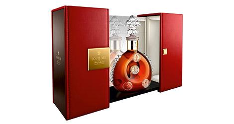 Der Flakon des Louis XIII Cognac in edler Geschenkverpackung