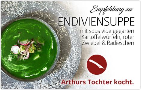 Endiviensuppe mit sous vide gegarten Kartoffel-Würfeln, roter Zwiebel, Radieschen