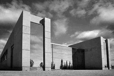Die super-moderne Weinkellerei von Vina Cobos in Mendoza.